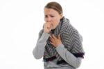 Bild på person som hostar